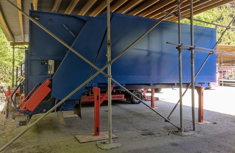 Fz.Nr. M05 Kehrichtsaufbau mit Container-Waage